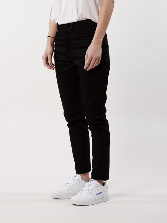 ARE 162 Noir Cropped
