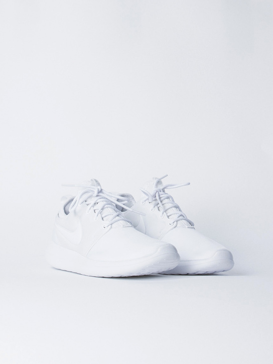 Roshe Two White/White