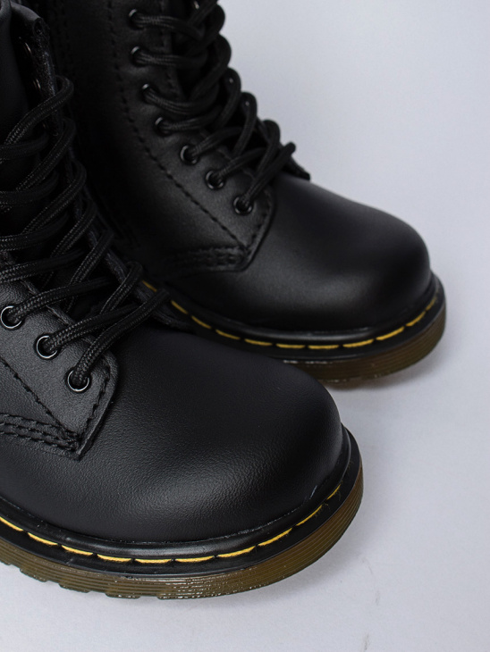 APLACE Broklee Black - Dr. Martens